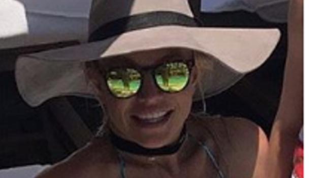 Britney Spears nadużywa PHOTOSHOPA! Zobaczcie zbliżenia na talię