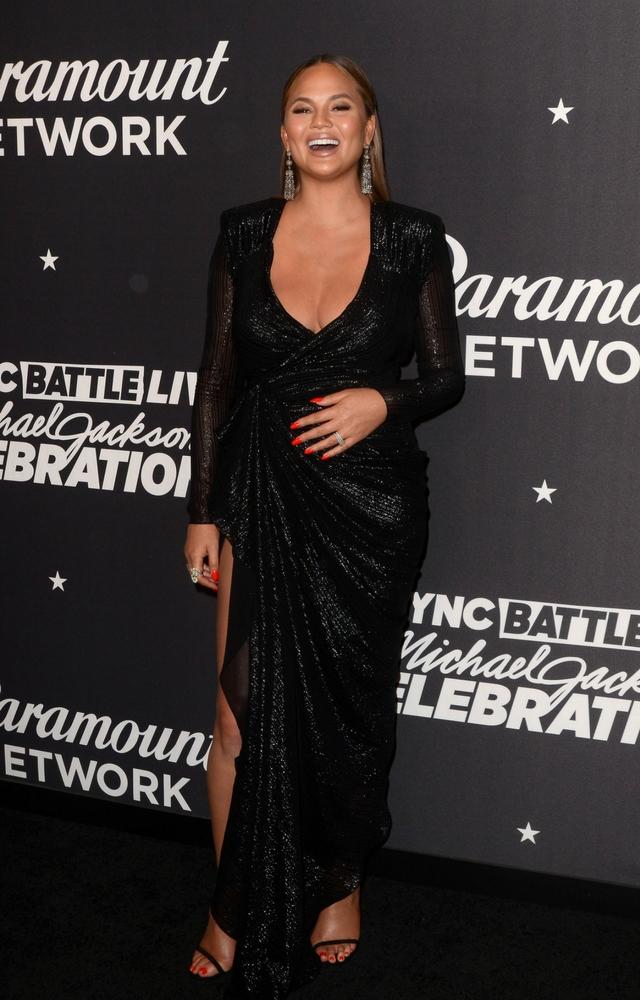Modelka pokazała BIUST na SnapChacie, kiedy zakładała sukienkę!