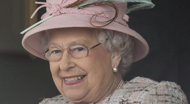 Musisz TO wiedzieć o lakierze do paznokci, którego używa królowa Elżbieta II