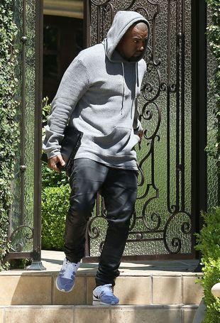 Auto Kanye Westa po incydencie z bramą (FOTO)