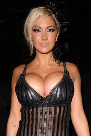 Jodie Marsh znowu pokazuje piersi (FOTO)