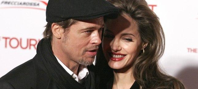 Angelina i Brad bawią się w świętego Mikołaja