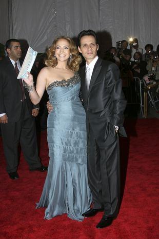 Jennifer Lopez spycha męża z łóżka