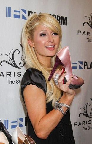 Paris Hilton promuje najnowszą kolekcję butów (FOTO)