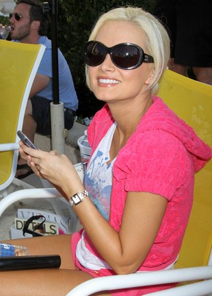 Holly Madison ubrana, koleżanki w bikini (FOTO)