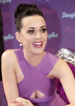 Katy Perry pokusiła się o dość nietypowy manicure (FOTO)