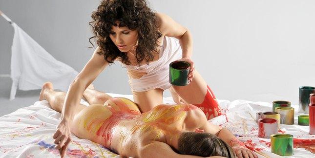Ramona Rey i jej nagi model na planie teledysku (FOTO)