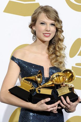 Taylor Swift upuściła statuetkę Grammy! (VIDEO)
