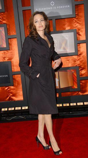 Dlaczego Angelina Jolie urodzi bliźniaki?