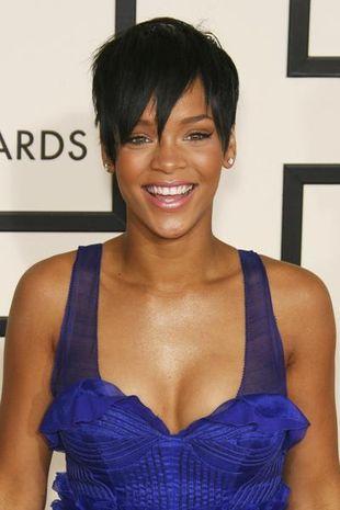 Rihanna pokazuje coraz więcej! (FOTO)
