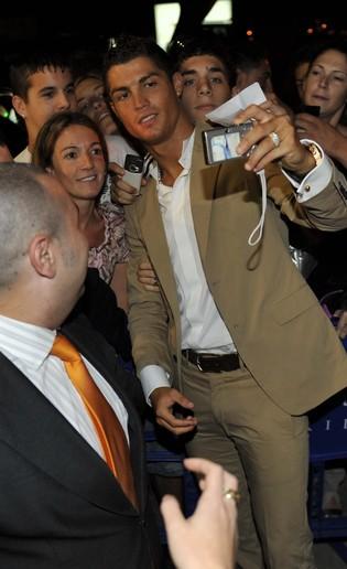 Cristiano Ronaldo zaprasza na Facebooka (FOTO)