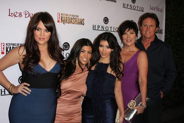 Siostry Kardashian promują swoje reality show (FOTO)