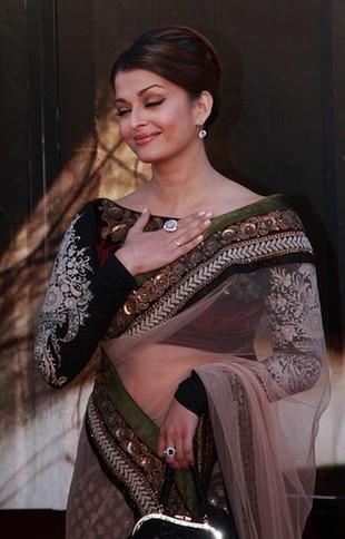 Aishwarya Rai w klasycznym sari (FOTO)