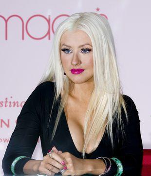 Christina Aguilera i jej dekolt (prawie) do pępka