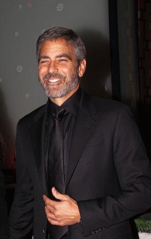 George Clooney jest słaby w łóżkowych scenach