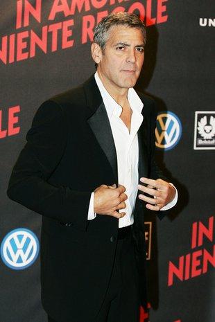 Duża blondyna goni George'a Clooneya