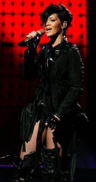 Rihanna ma uporczywe bóle głowy