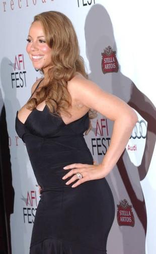 Plakat perfum Mariah Carey wygląda jak karykatura