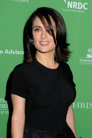 Salma Hayek - sexy girl w butach od Balenciagi (FOTO)