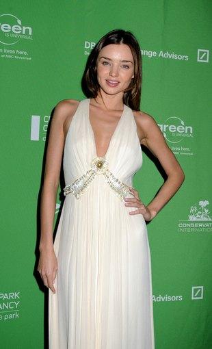 Miranda Kerr w subtelnej bieli (FOTO)