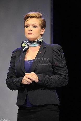 Daria Widawska jako poważna pani w uniformie (FOTO)