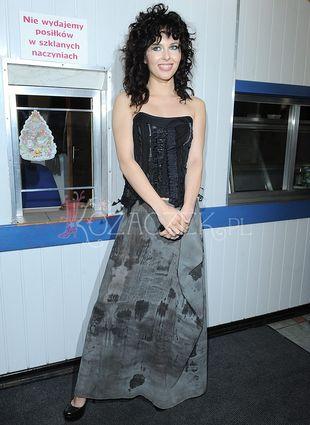 Ramona Rey śpiewa w barze mlecznym (FOTO)