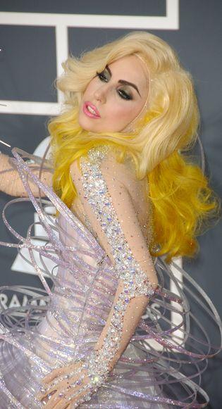 Lady Gaga zaśpiewa piosenkę do filmu o Bondzie