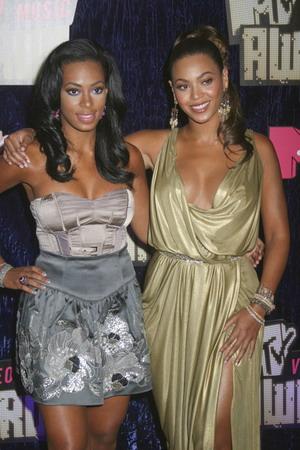 Solange i Beyonce Knowles promują torebki