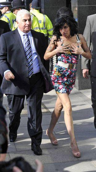 Amy Winehouse powiększyła biust? (FOTO)