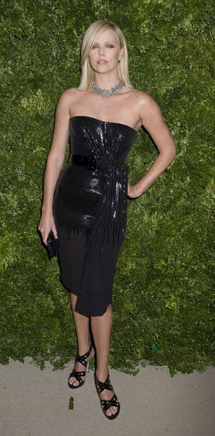 Charlize Theron w wersji glamour (FOTO)