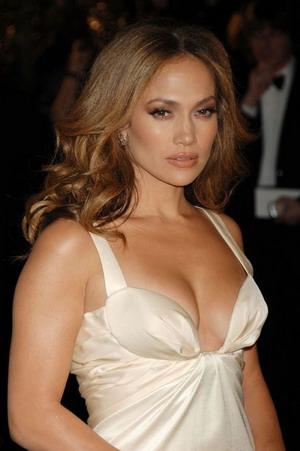 Jennifer Lopez niczym syrenka z ogromną kokardą z przodu