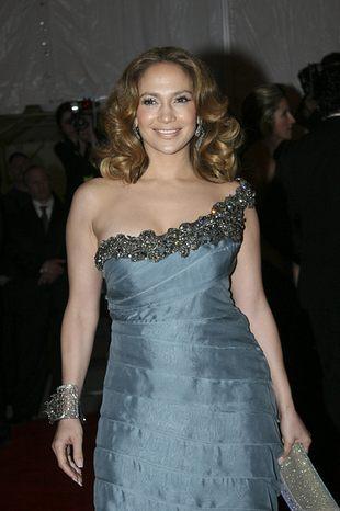 Jennifer Lopez w schowku na szczotki