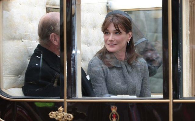 Carla Bruni w Anglii (FOTO)