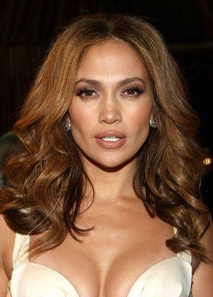 Dekolt Jennifer Lopez sięga głęboko (FOTO)