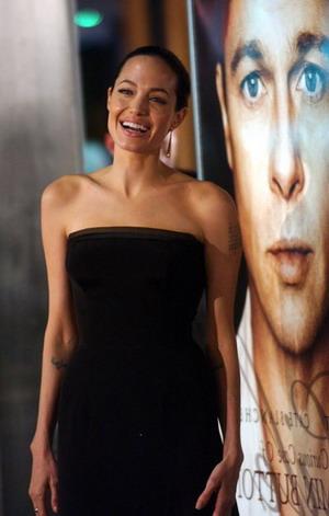 Angelina Jolie i jej kokon na głowie