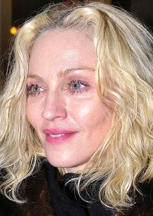 Ile Madonna wydaje na Jesusa?