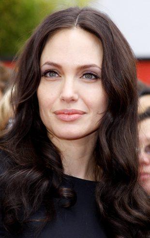 Angelina Jolie i jej wielki tatuaż nad pupą