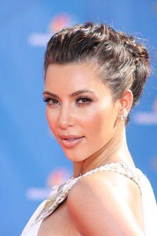 Kim Kardashian z dwoma nagimi mężczyznami (FOTO)