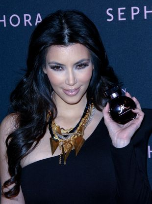 Kim Kardashian promuje do znudzenia (FOTO)