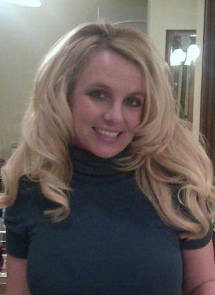 Britney Spears chciała pochwalić się pierścionkiem…(FOTO)