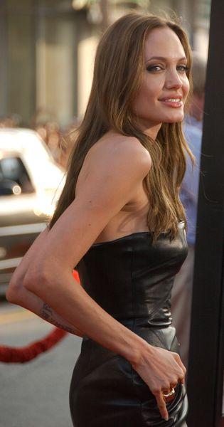Angelina Jolie zdradza Brada, krzyczy na nianie