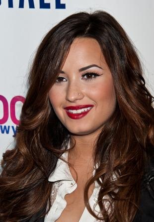 Demi Lovato – więcej tapety już nie mogła nałożyć? (FOTO)