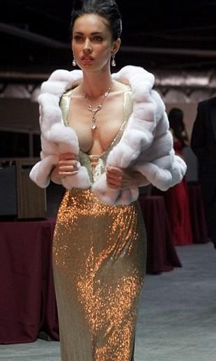Bardzo głęboki dekolt Megan Fox nie pomógł (FOTO)