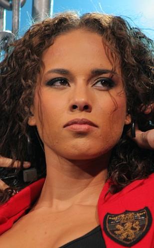 Alicia Keys jest upojona miłością (FOTO)