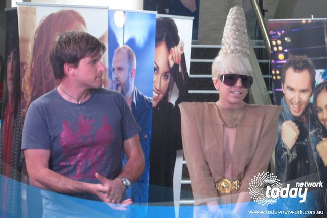 Lady Gaga nosi wieżę na głowie (FOTO)
