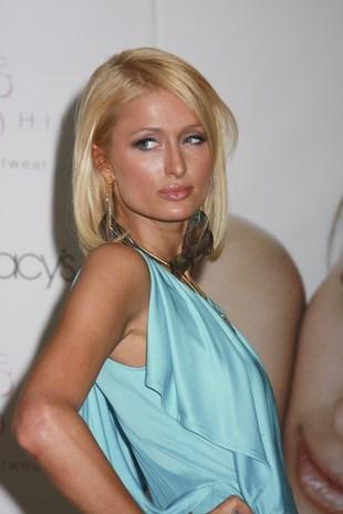 Paris Hilton wyszły na wierzch przedłużane włosy