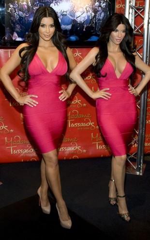 Kim Kardashian chwali się swoją woskową figurą (FOTO)