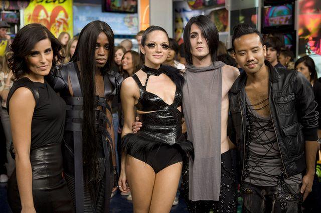 Seksowna Nelly Furtado cała w czerni (FOTO)