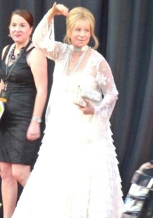 Barbra Streisand jak wielka beza (FOTO)