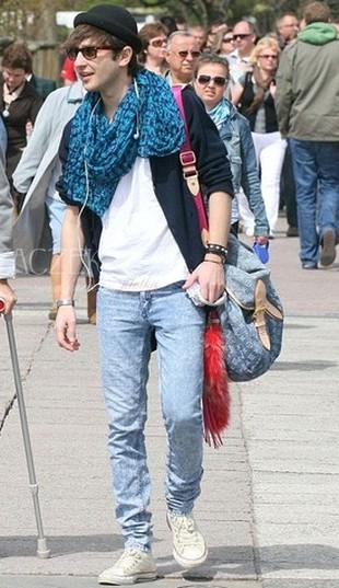 Który mężczyzna nosi taką samą torbę, jak Doda? (FOTO)